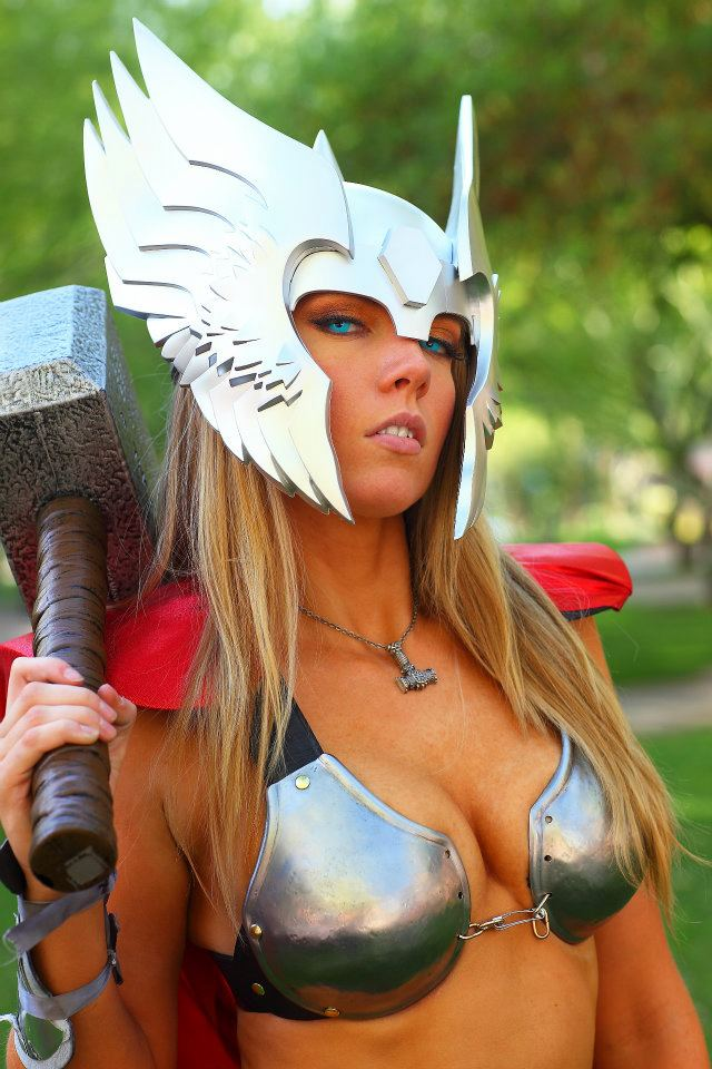 thor_sexy_cosplay